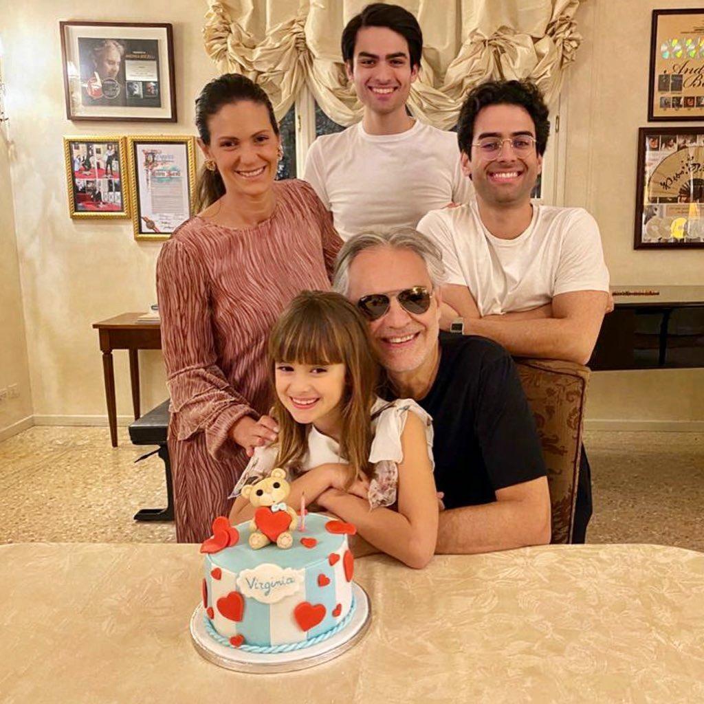 Andrea Bocelli y su familia