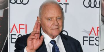 Anthony Hopkins debuta en TikTok