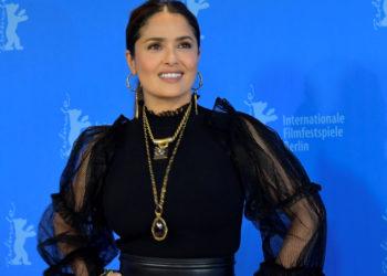 Salma Hayek durante una sesión de fotos para la película 'The Roads Not Taken' en el 70 ° festival de cine Berlinale en Berlín.