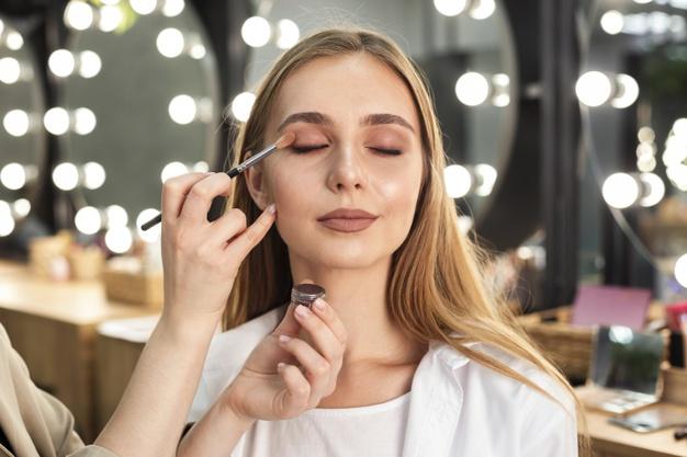 Maquillaje de sombra con glitter
