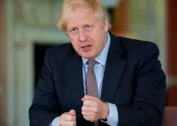 Presión sobre Boris Johnson para que despida a su asesor
