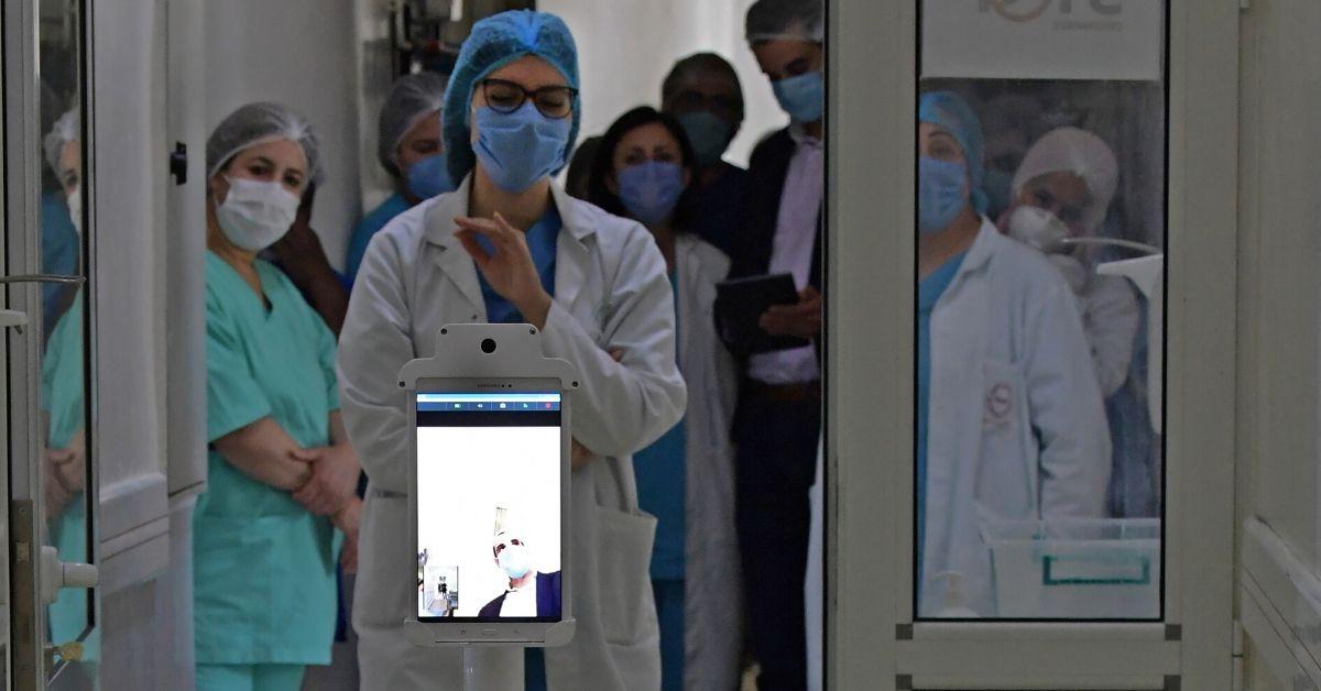 Robot colabora a personal médico en Túnez contra el coronavirus