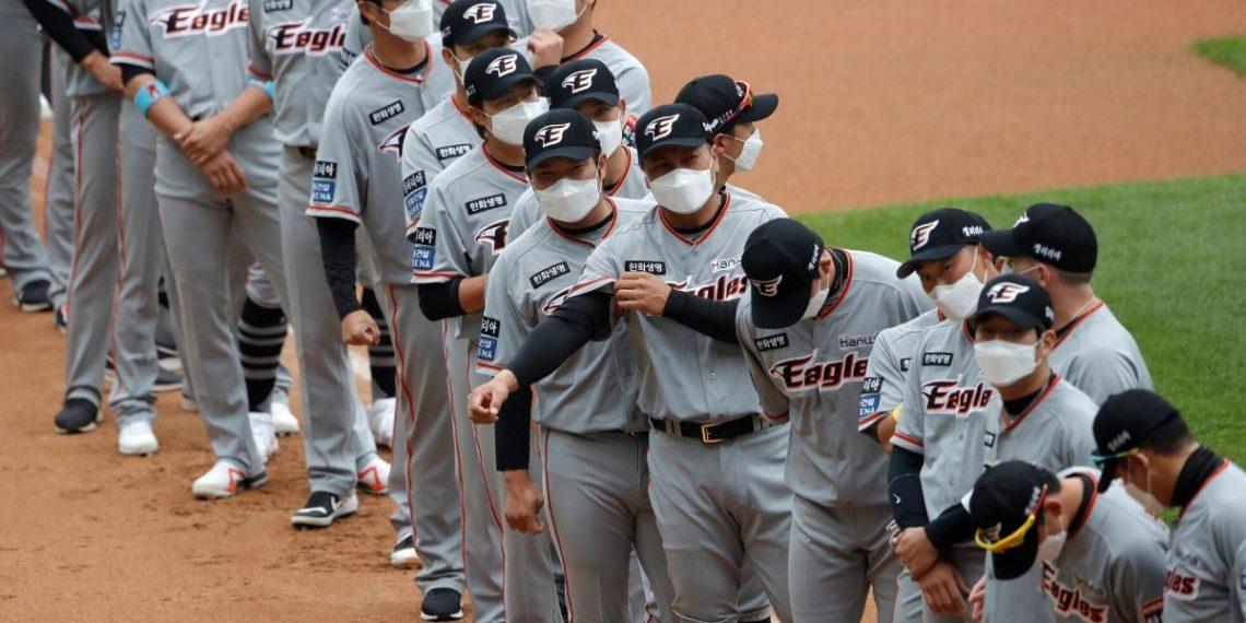 Así juegan béisbol en Corea del Sur en tiempos de coronavirus