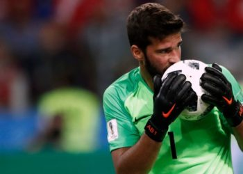 Queda prohibido besar la pelota o intercambiar camisas en el fútbol sudamericano
