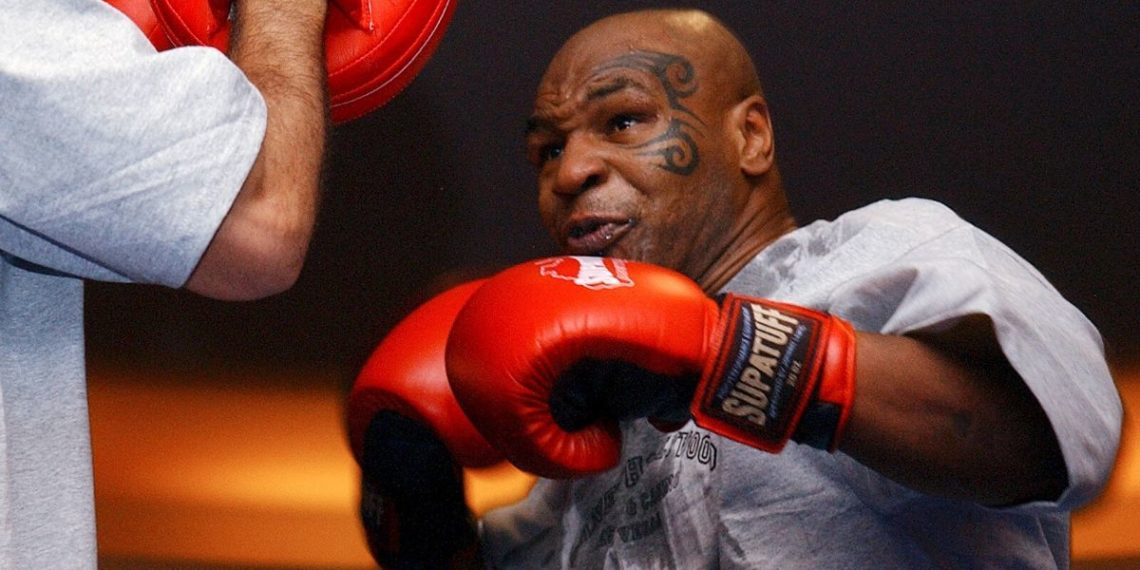 Mike Tyson regresa al ring en una pelea contra Roy Jones Jr.