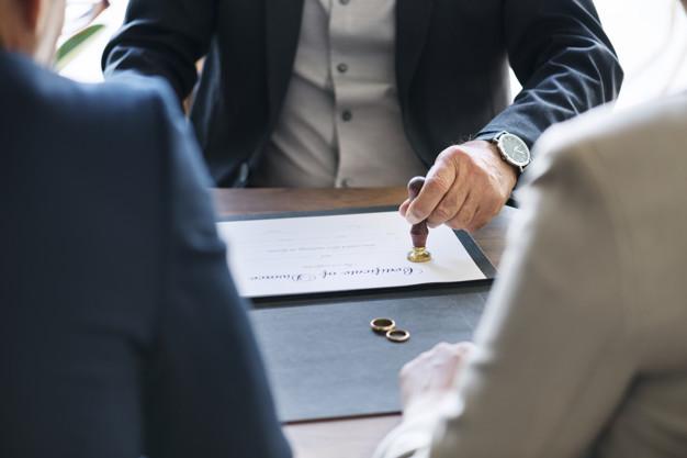America-Ditial-Superar-un-divorcio-es-más-sencillo-seguir-estos-consejo-profesionales-freepik