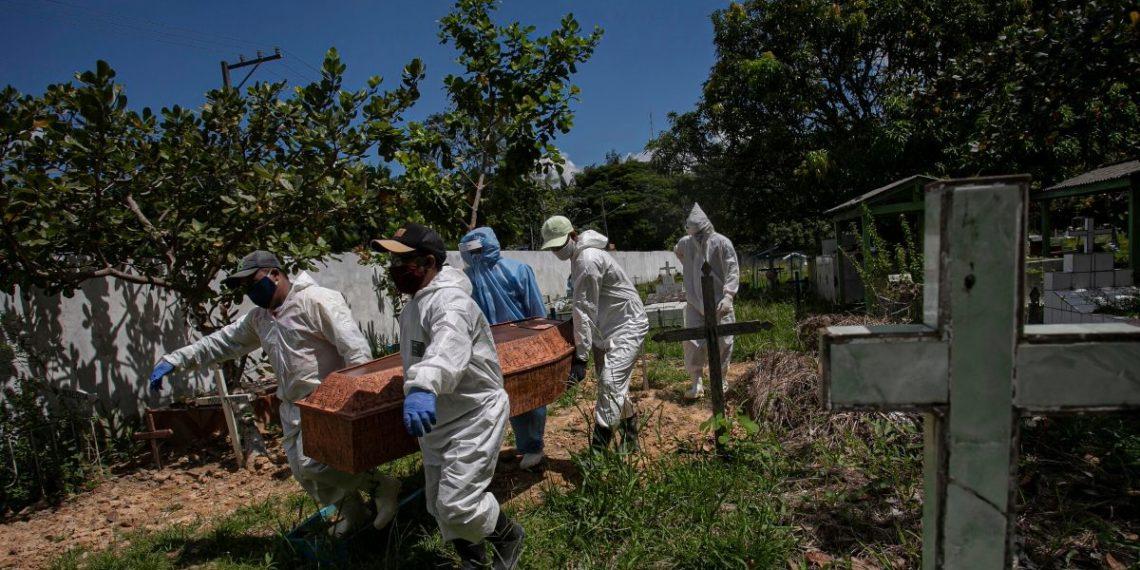 Brasil rectifica su último balance de muertos y contagiados por COVID-19 y desata polémica sobre registro