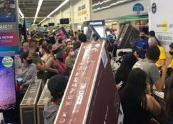 Aglomeraciones durante día sin IVA en Colombia