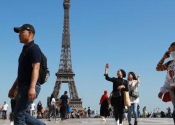 La Torre Eiffel vuelve a recibir público tras un cierre de tres meses por el coronavirus
