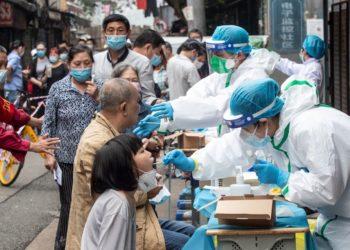 China realiza en dos semanas casi 10 millones de pruebas de coronavirus en Wuhan, solo 300 dan positivo