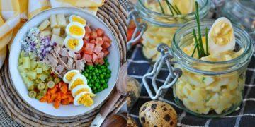 Ensalada con huevo y atún