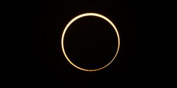 """Cómo y cuándo ver el eclipse del """"anillo de fuego"""""""