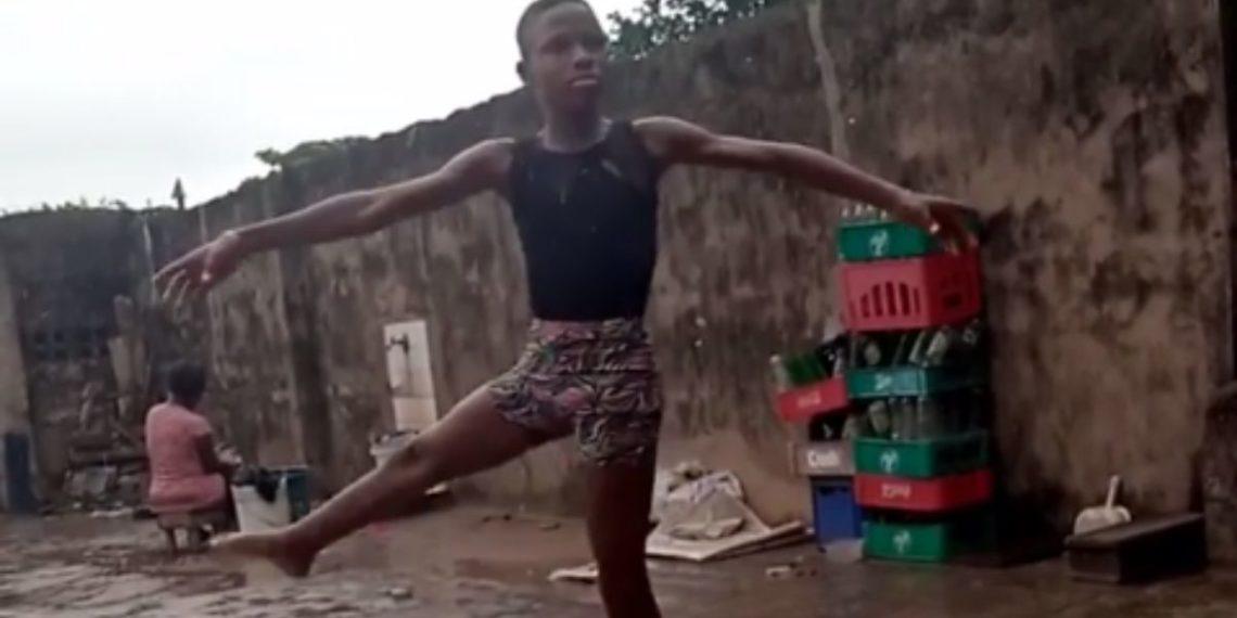 Niño baila ballet