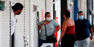 Latino América se convirtió en el principal foco del mundo según la OMS. Foto: EFE