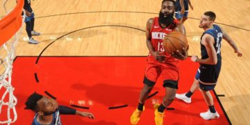 """Un club nocturno de Houston """"retiró"""" la camiseta de Harden por un consumo millonario que hizo el base de los Rockets"""