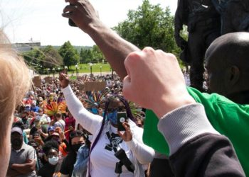 Personas protestan en EE.UU. tras la muerte de George Floyd. Foto: AP