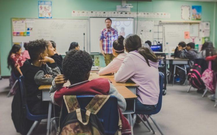 Profesor de ingles confiesa que habla español