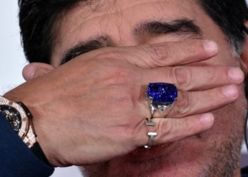 Maradona se baja los pantalones, otra historia polémica del Diego