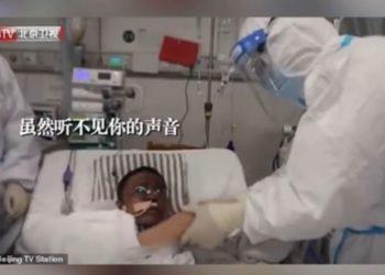 Falleció uno de los médicos chinos al que se le había oscurecido la piel tras contraer coronavirus en Wuhan