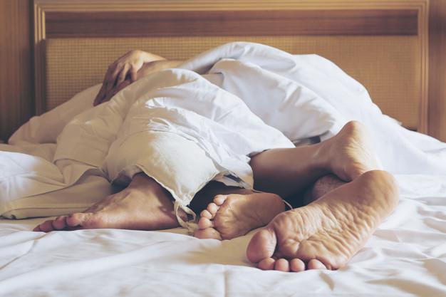 Posiciones de dormir en pareja