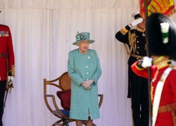 Reina Isabel II celebra oficialmente aniversario