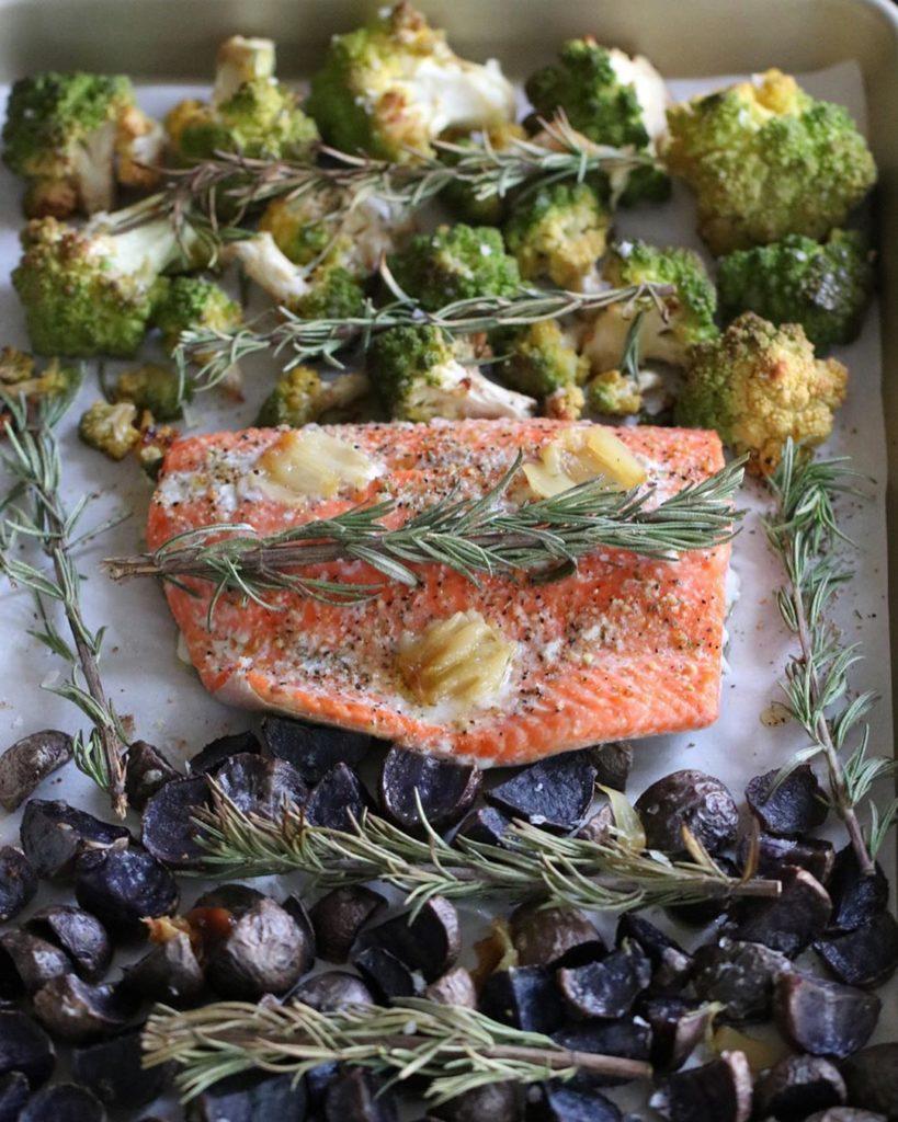 Salmón y papas para tus cenas saludables