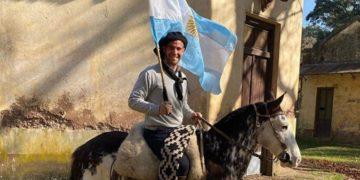 El gaucho argentino que causa furor en TikTok con sus bailes en el campo