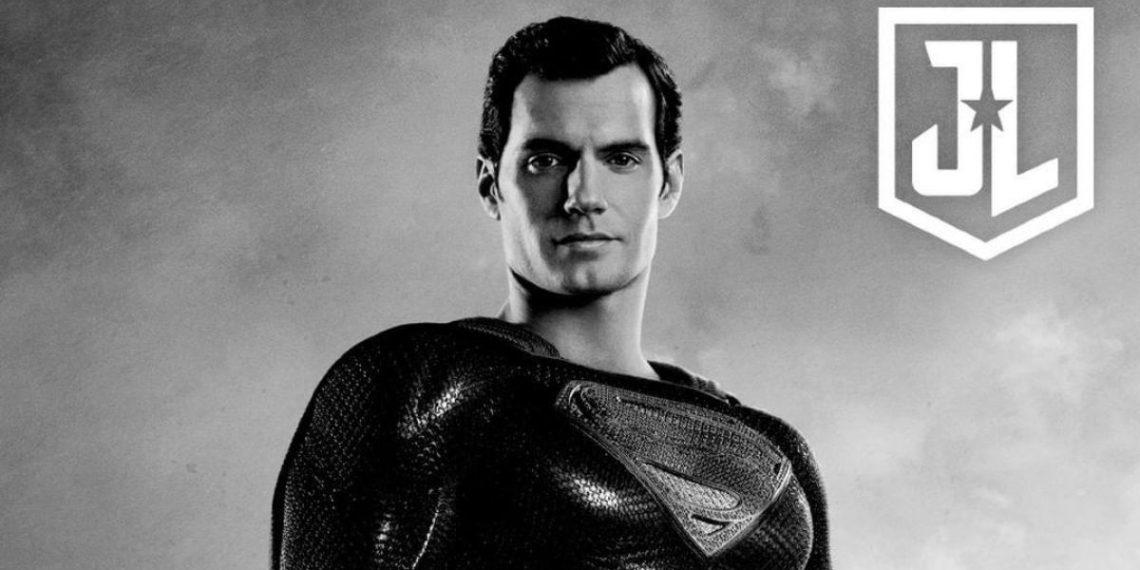 Superman en traje negro