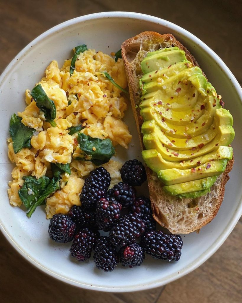 Desayuno: Tostadas y revuelto