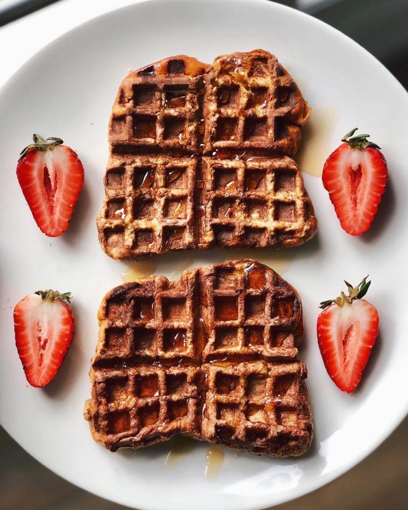 Waffles con jarabe de arce
