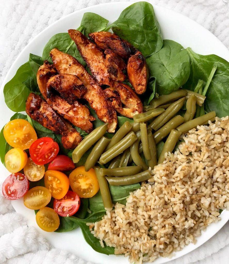 Arroz con tiras de pollo para tus almuerzos saludables