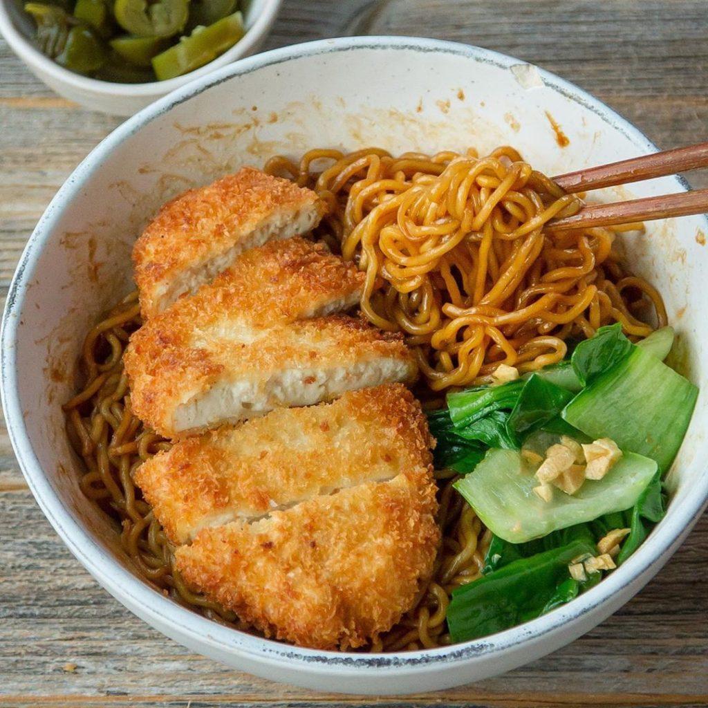 Ramen con pollo o tofu