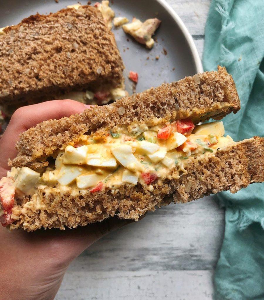 Recetas de sándwiches: ensalada de huevo y pan