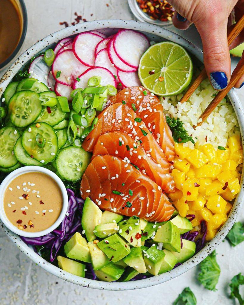 Poke de salmón y verduras