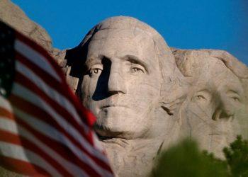 Monumento Nacional del Monte Rushmore, el cual rinde homenaje a cuatro expresidente de EE.UU. Foto: AP