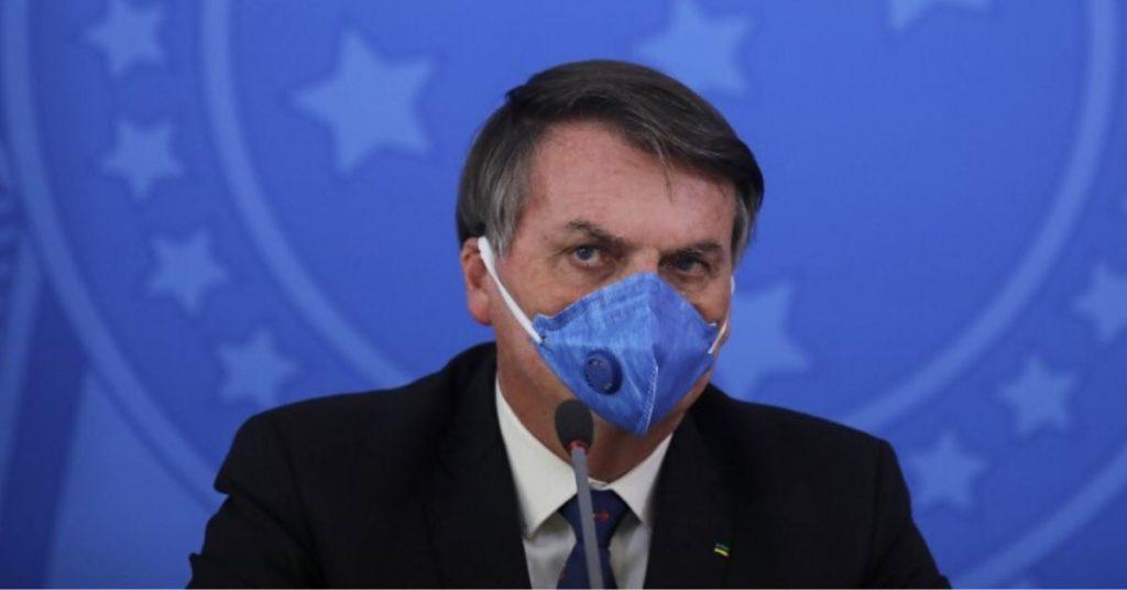 Bolsonaro con COVID-19