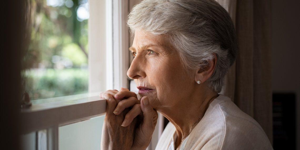 La soledad en ancianos afecta a nivel físico y mental. Foto: Freepik