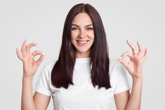 Alisa el cabello de manera natural usando maicena