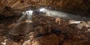 De acuerdo con el estudio, estos primeros humanos no ocuparon la cueva continuamente, sino que pasaron algunas épocas del año allí como refugio de invierno o verano. Foto:  Tomada del estudio compartido por la Universidad de Cambridge.