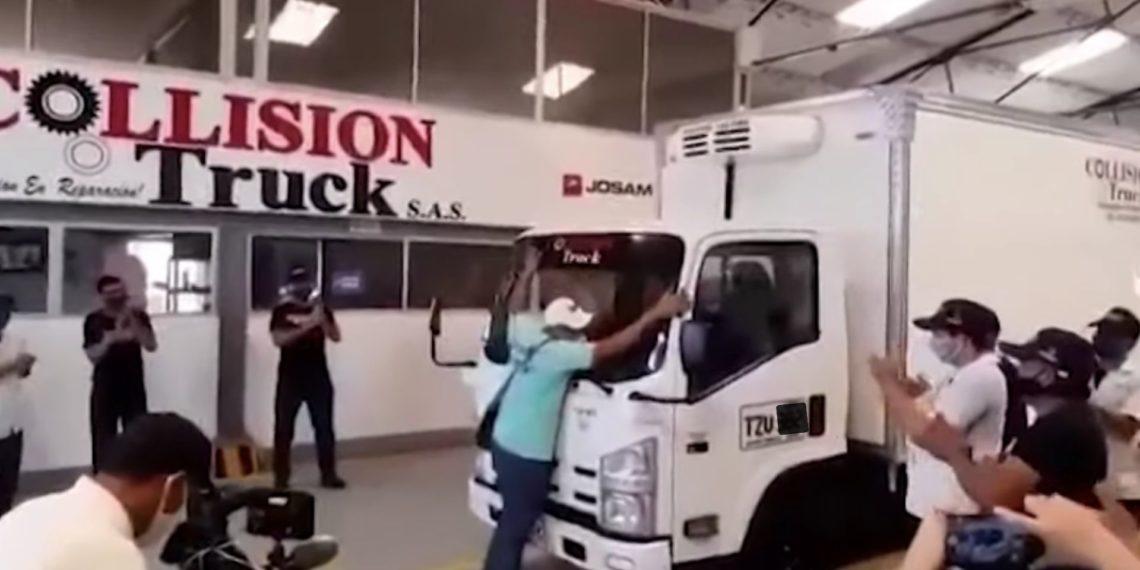 Dueño de camión saqueado en Cartagena llora de felicidad
