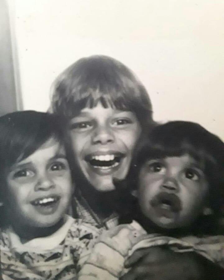 Ricky Martin de niño junto a sus hermanos
