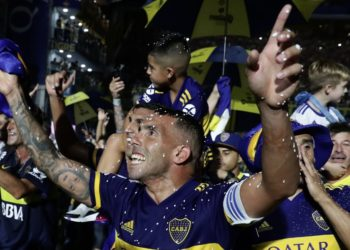Tévez sigue en Boca: Riquelme solucionó los problemas