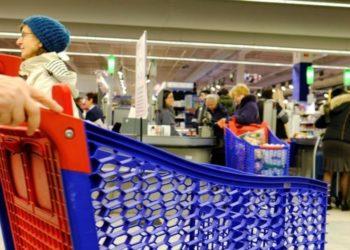 un cadáver en supermercado Carrefour en Brasil