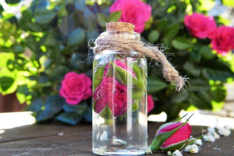 Fijador de maquillaje con agua de rosas