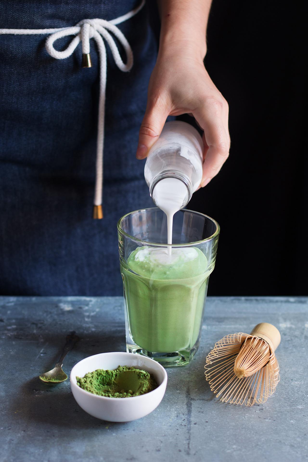 Té verde en polvo con leche