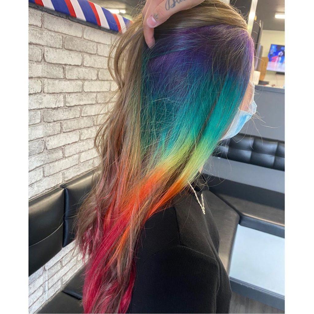 Underlights hair o Peekaboo hair: la técnica de color para hacer mechas escondidas y coloridas