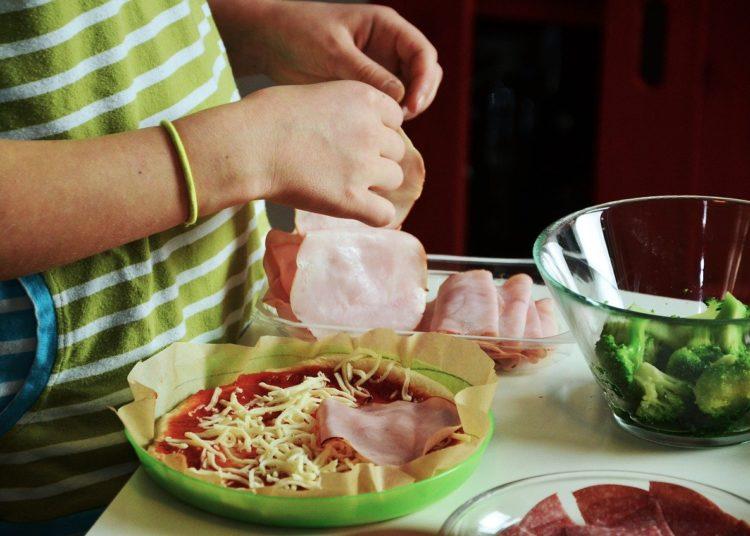 Preparación de la pizza keto