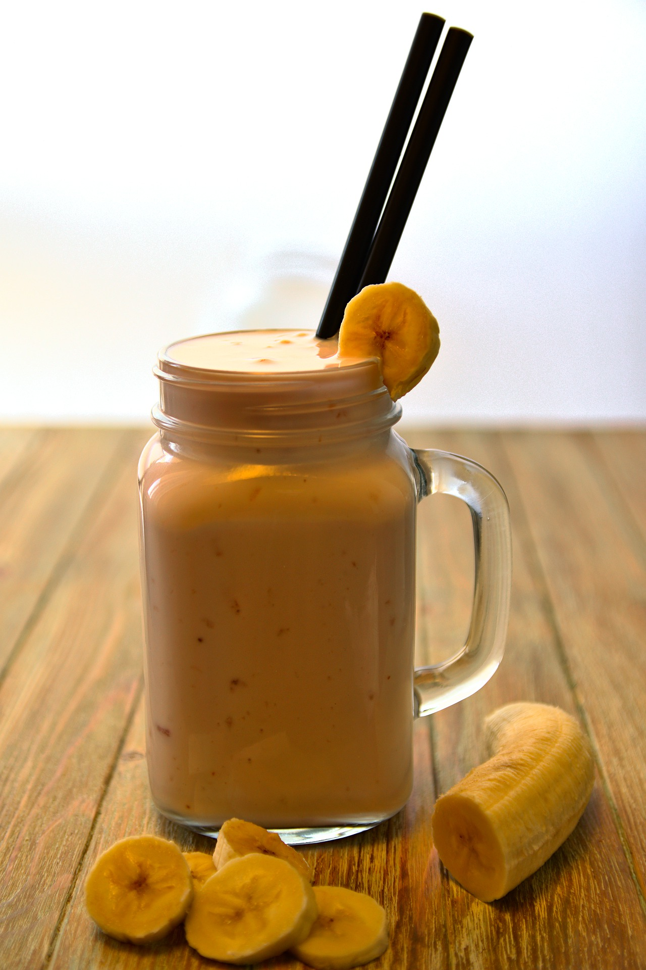 Smoothie de banana (plátano) con avena y chocolate