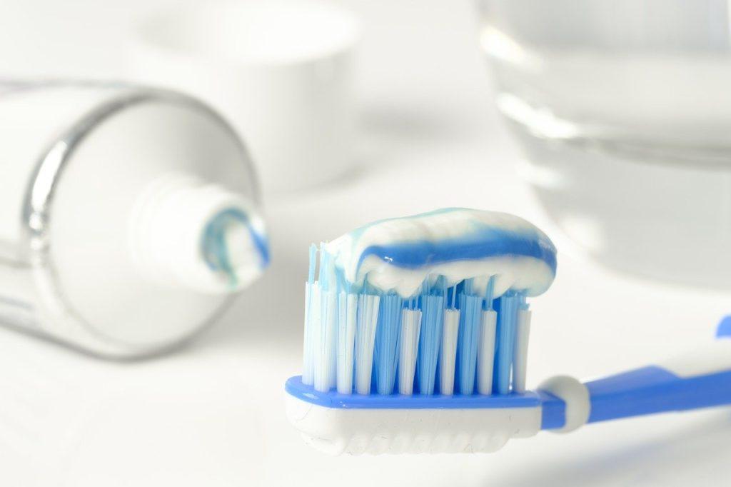 Pasta de dientes para calzado blanco