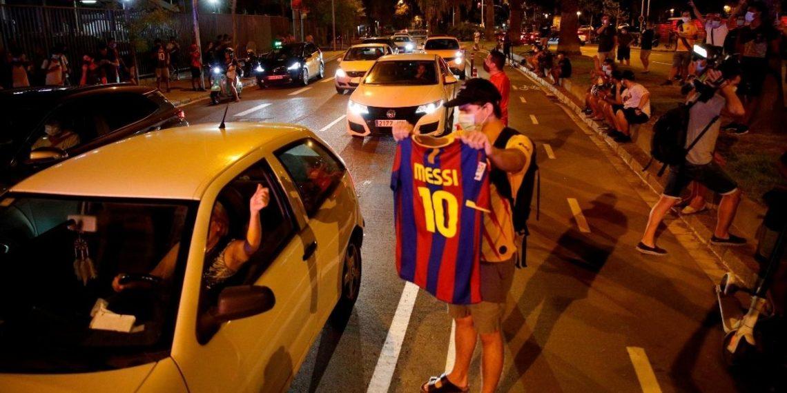 Protestas en el Camp Nou: hinchas piden dimisión de Bartomeu